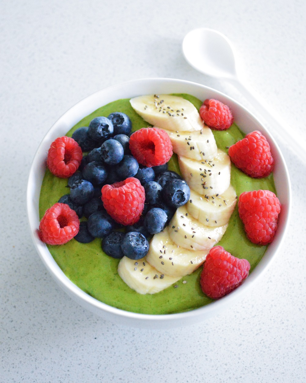 Avocado-Smoothie-Bowl-LaurenSchwaiger-Life-Style-Blog.jpg