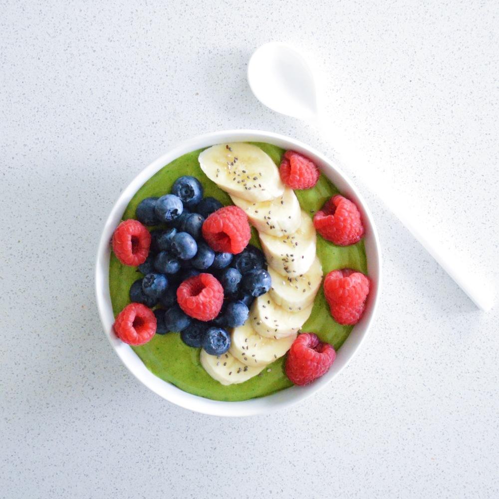 Avocado-Smoothie-Bowl-LaurenSchwaiger-Healthy-Life-Style-Blog.jpg