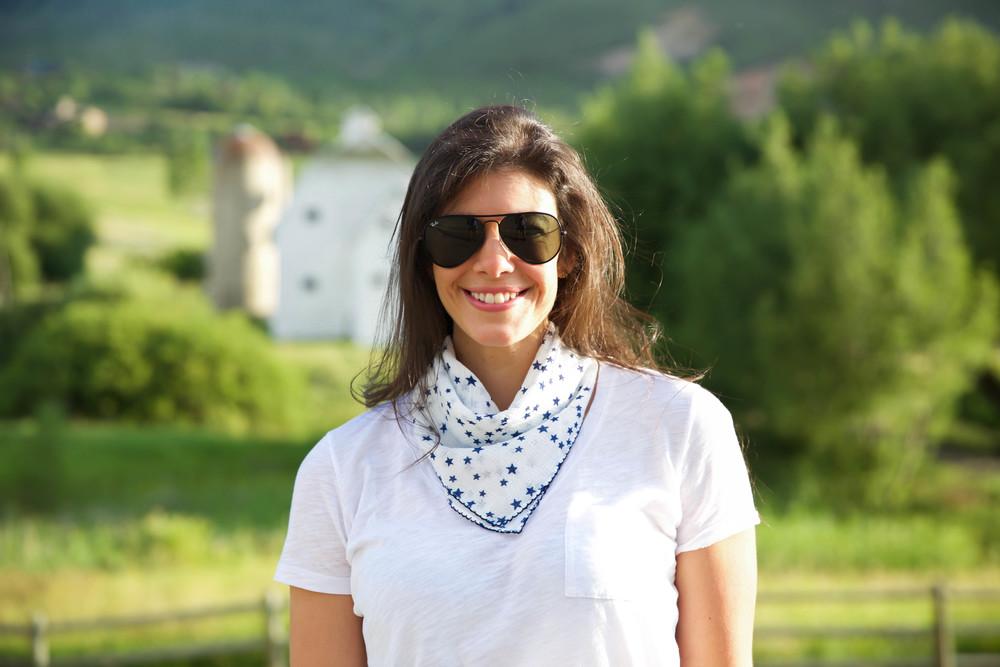 LaurenSchwaiger-Lifestyle-Blog-Stars-Scarf-lou-lou-boutique.jpg