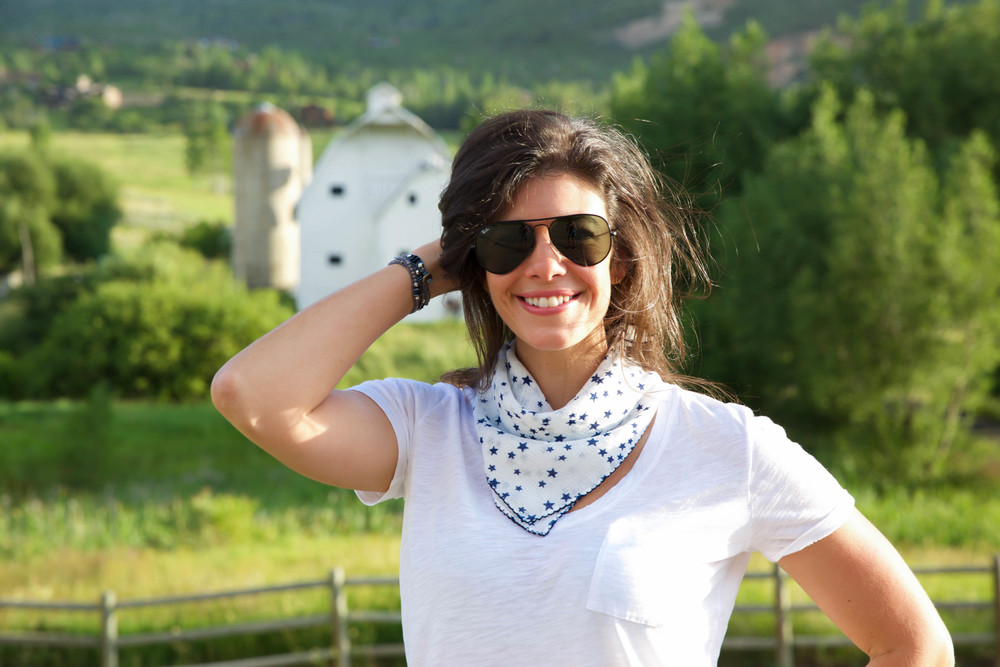 LaurenSchwaiger-lifestyle-blog-lou-lou-stars-scarf.jpg