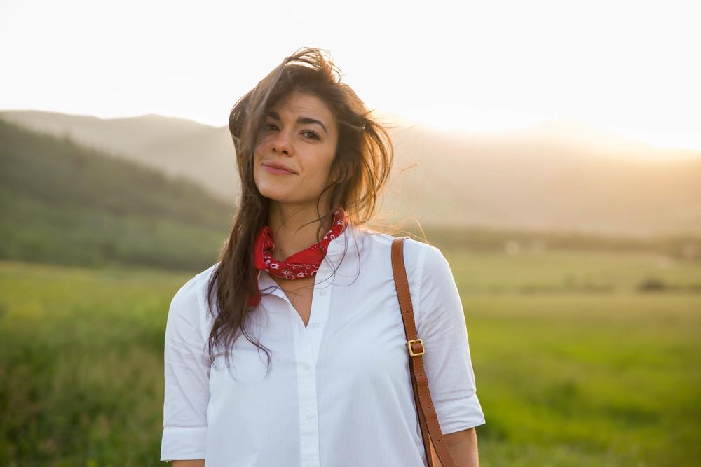 Red-Bandana-White-Button-Down-Style-Inspiration-LaurenSchwaiger-Lifestyle-Blog.jpg