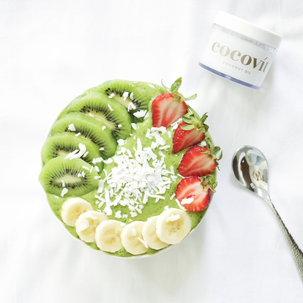 matcha-green-smoothie-bowl-cocovit-coconut-oil-laurenschwaiger-blog.jpg