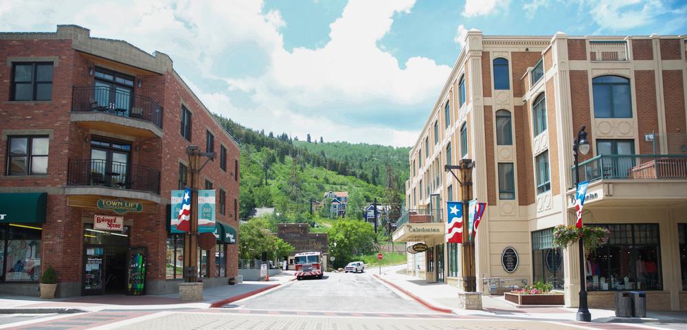 Park-City-Utah-Main-Street-laurenschwaiger-travel-blog.jpg