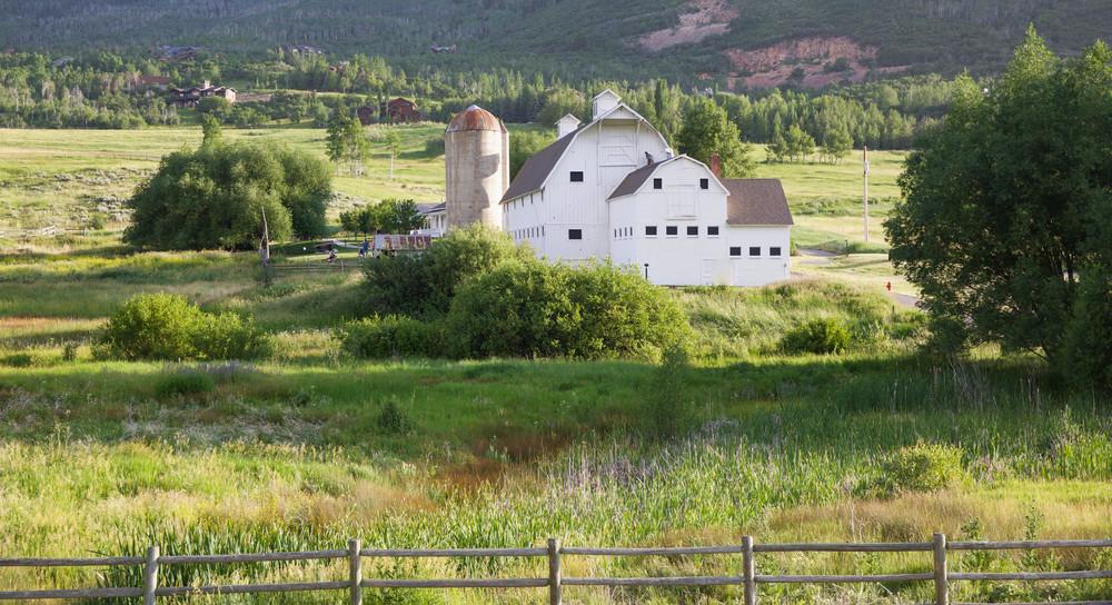 LaurenSchwaiger-Travel-Blog-White-Barn-Park-City-Utah.jpg