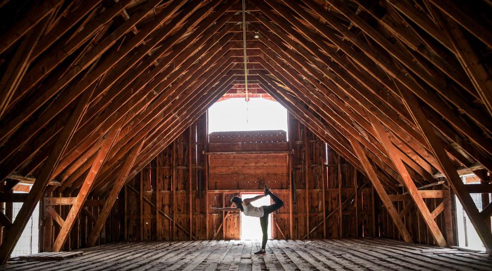 LaurenSchwaiger-Lifestyle-Blog-Yoga-Dancer-Pose.jpg