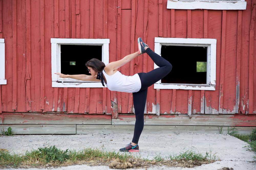 LaurenSchwaiger-Lifestyle-Blog-Park-City-Utah-Dancer-Pose.jpg