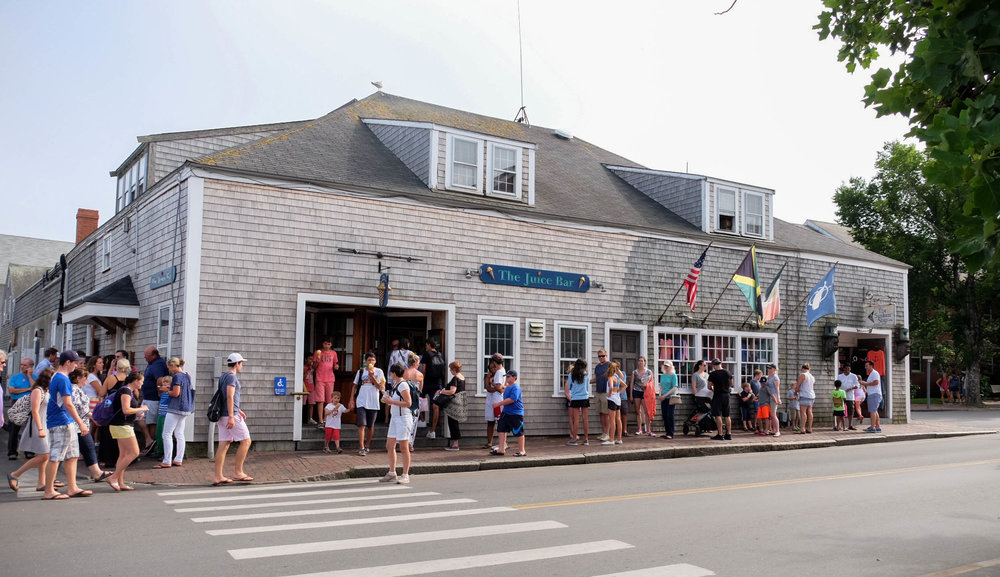 laurenschwaiger-style-travel-blog-The-Juice-Bar-Nantucket.jpg