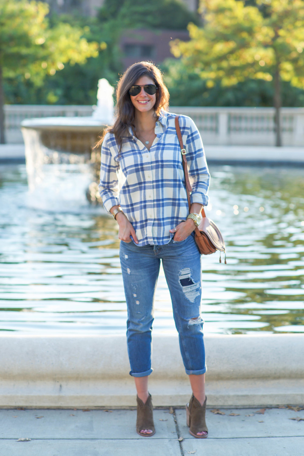 LaurenSchwaiger-Life-Style-Blog-Fall-Fashion-Boyfriend-Jeans-Flannel-Booties.jpg