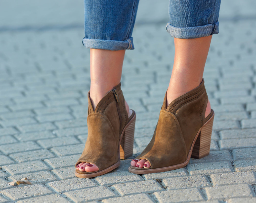 open-toe-suede-booties-fall-fashion-lauren-schwaiger-style-blog.jpg