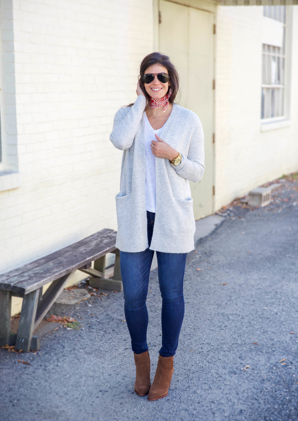 lauren-schwaiger-fall-outfit-casual-chic-cardigan-madewell.jpg