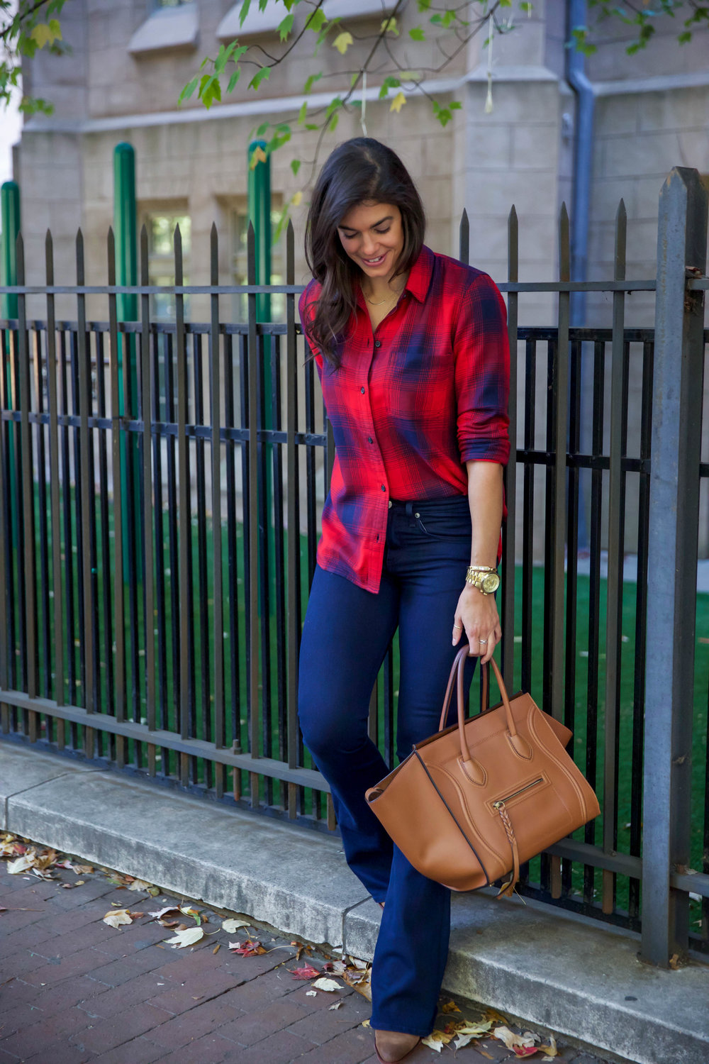 fall-ootd-dark-denim-flares-plaid-shirt-lauren-schwaiger-style-blog.jpg