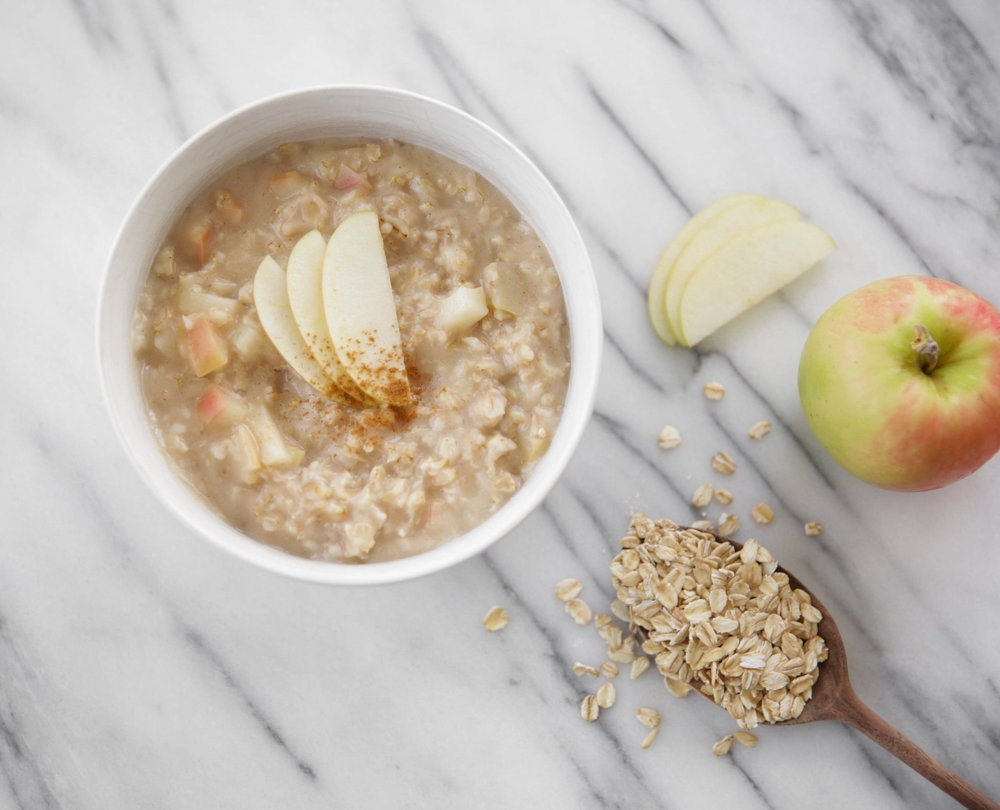 apple-cinnamon-oatmeal-lauren-schwaiger-healthy-lifestyle-blog.jpg