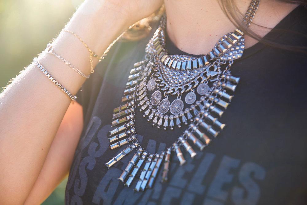statement-necklace-graphic-tee-lauren-schwaiger-style.jpg