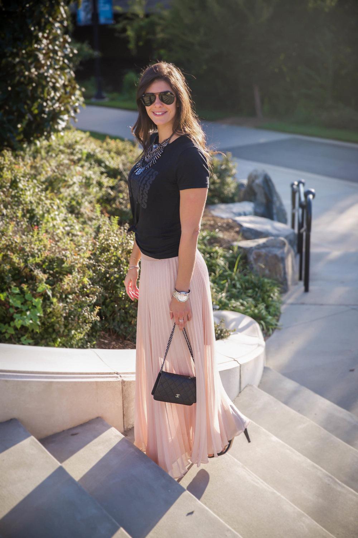 glam-rock-pink-skirt-black-graphic-tee-lauren-schwaiger-style.jpg