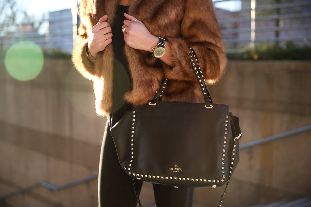 street-style-lauren-schwaiger-blog-faux-fur-valentino-rock-stud-bag.jpg