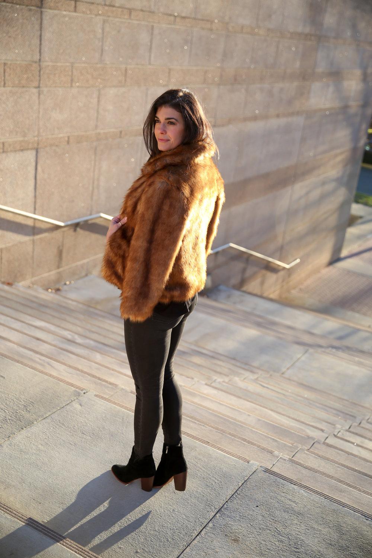 lauren-schwaiger-winter-style-faux-fur-abercrombie.jpg