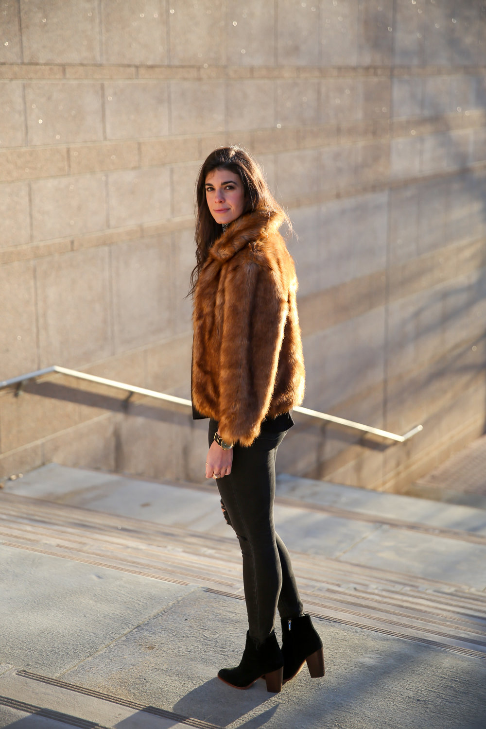 lauren-schwaiger-style-blogger-winter-fashion-faux-fur-jacket.jpg
