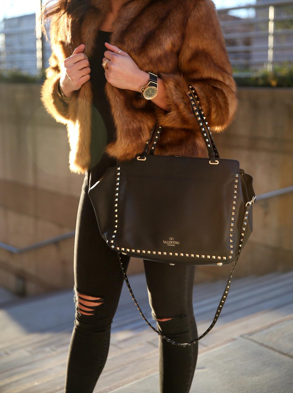 winter-style-faux-fur-ripped-black-skinny-jeans-lauren-schwaiger-style.jpg