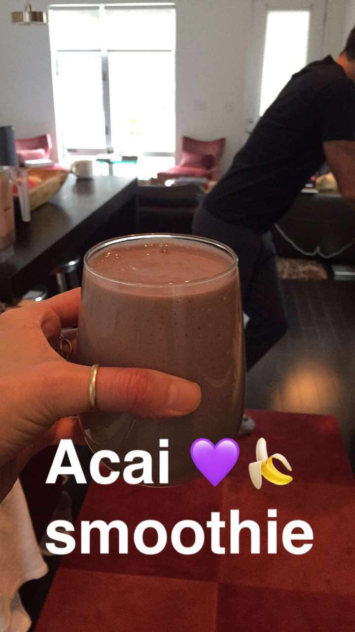 acai-smoothie-lauren-schwaiger-healthy-lifestyle-blog.jpg