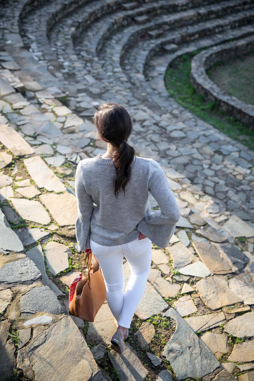 lauren-schwaiger-style-blog-grey-flare-sleeve-sweater-white-skinny-jeans.jpg