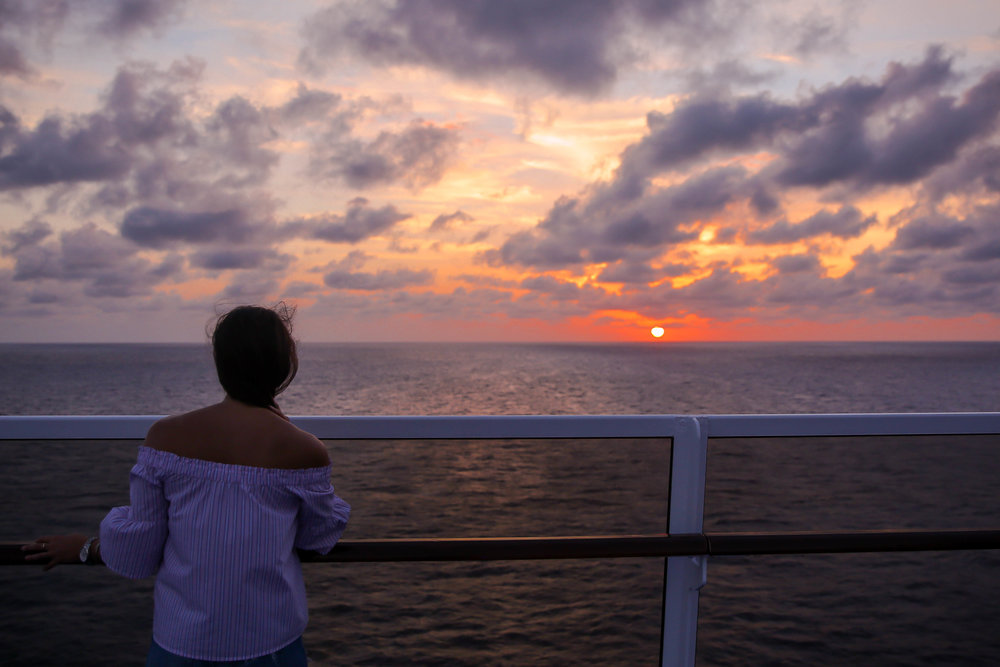 caribbean-sunset-lauren-schwaiger-travel-blogger.jpg