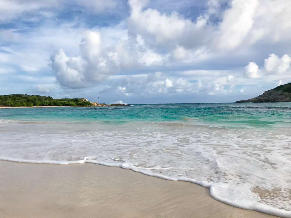 half-moon-bay-antigua-lauren-schwaiger-travel-style-blog.jpg