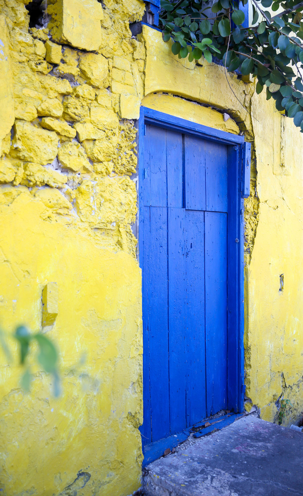 lauren-schwaiger-travel-blog-colorful-wall-bridgetown-barbados.jpg