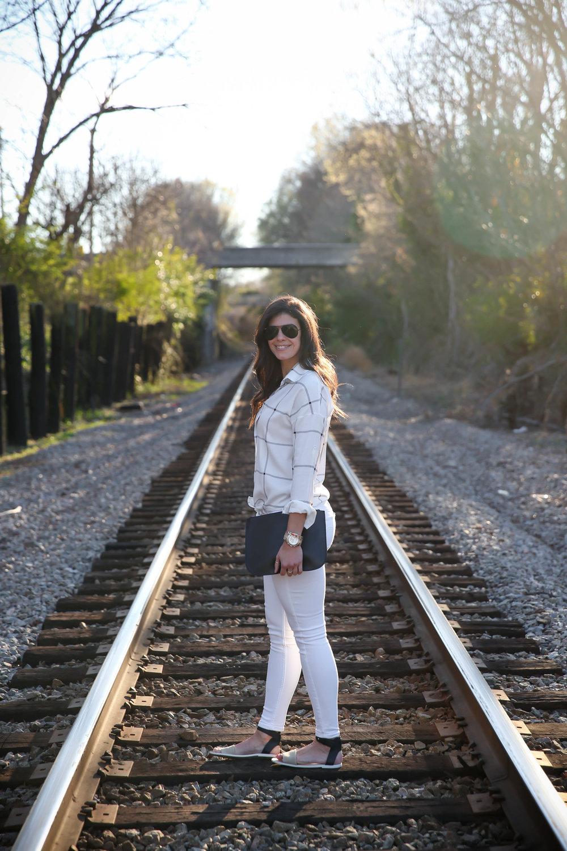 romwe-black-white-knot-front-blouse-lauren-schwaiger-style-blog.jpg