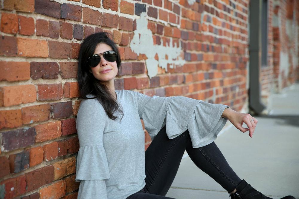 grey-bell-sleeve-sweatshirt-lauren-schwaiger-style-blogger.jpg