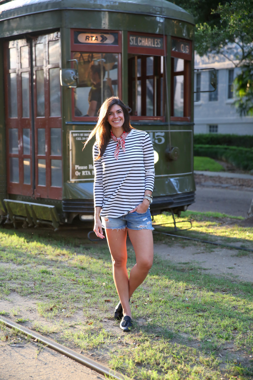lauren-schwaiger-style-blogger-new-orleans-st-charles-street-car.jpg