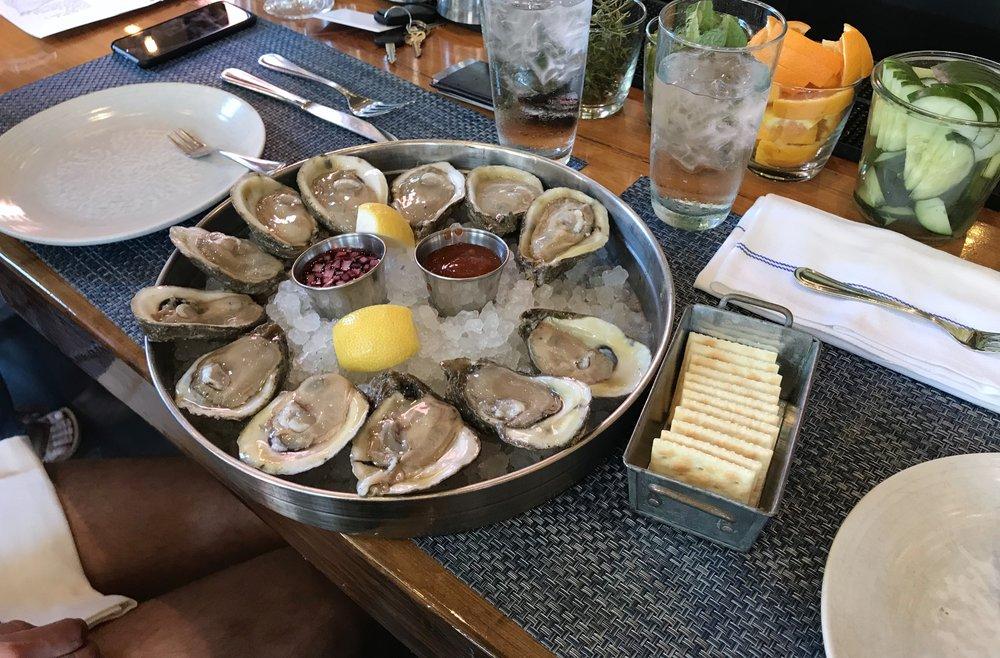 oysters-peche-lauren-schwaiger-travel-lifestyle-blog.jpg