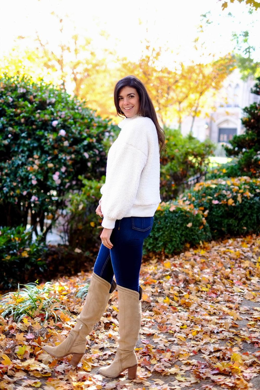 jeans-ok-boots-cozy-sweater-winter-ootd-lauren-schwaiger.jpg