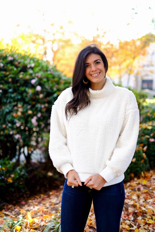 winter-white-cozy-sherpa-sweater-lauren-schwaiger-style-blog.jpg