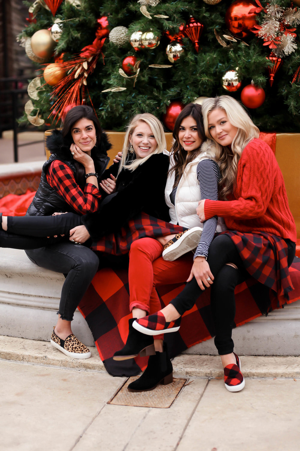 Charlotte-Style-Bloggers-Gap-Holiday-Photoshoot.jpg