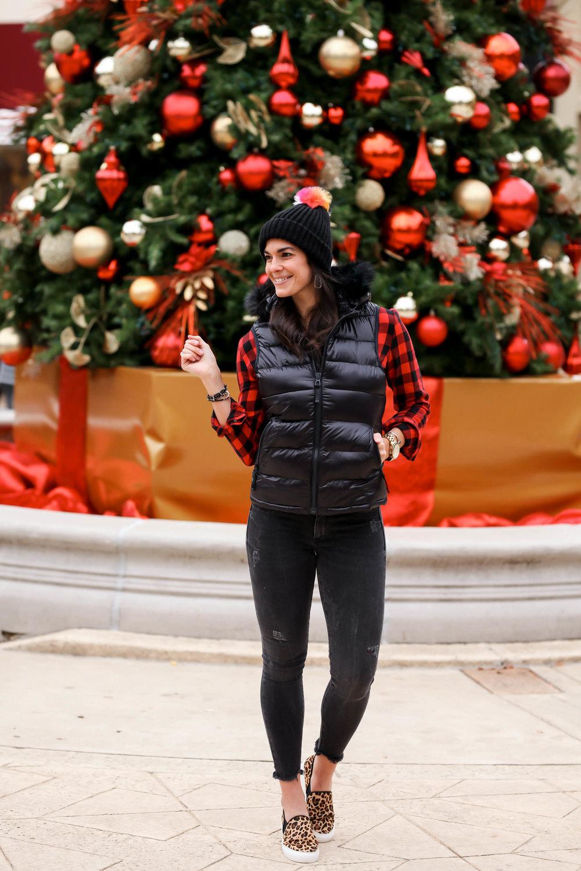 festive-christmas-outfit-buffalo-plaid-lauren-schwiiger-style-blogger.jpg