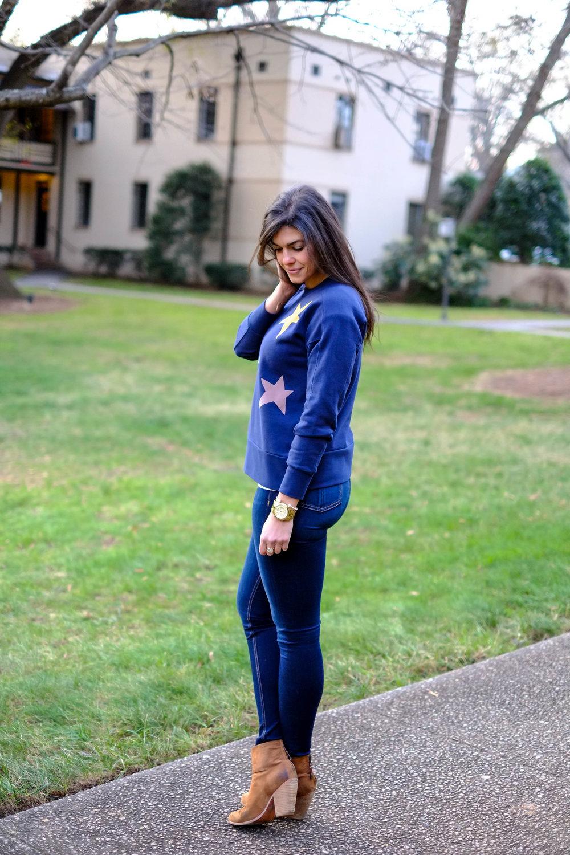 casual-chic-star-sweatshirt-dark-denim-booties-lauren-schwaiger-blogger.jpg