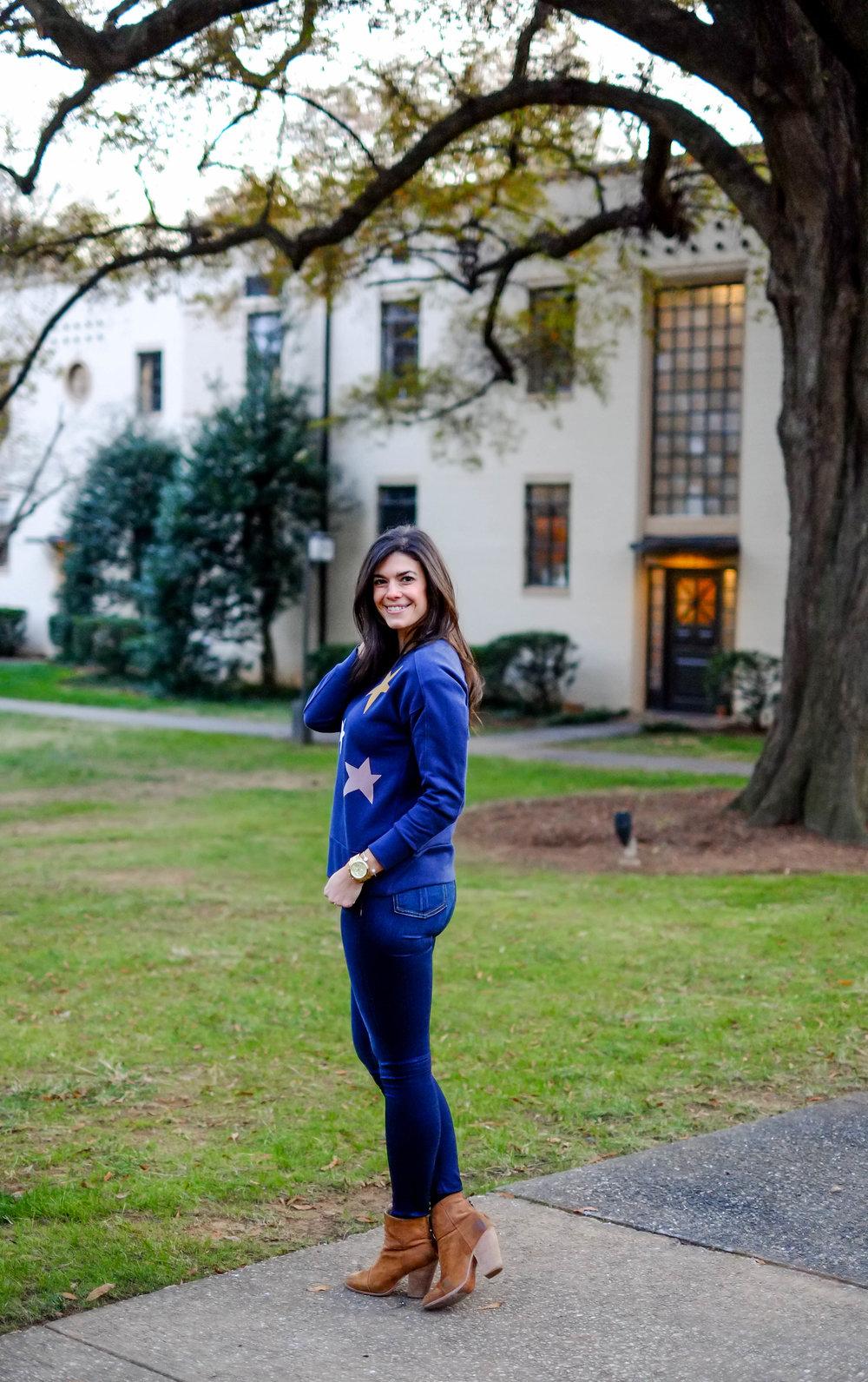 jeans-booties-cute-sweatshirt-lauren-schwaiger-style-blogger.jpg