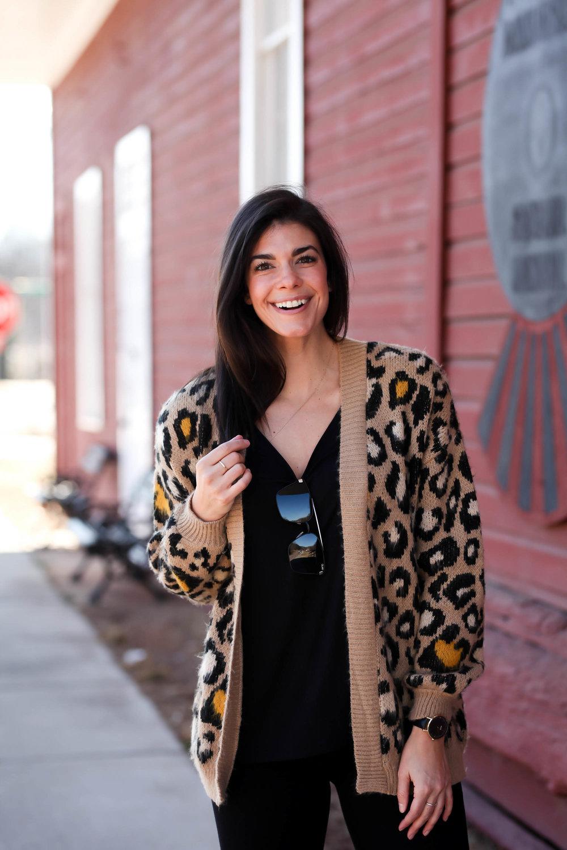 leopard-print-cardigan-chic-street-style-lauren-schwaiger-blogger.jpg
