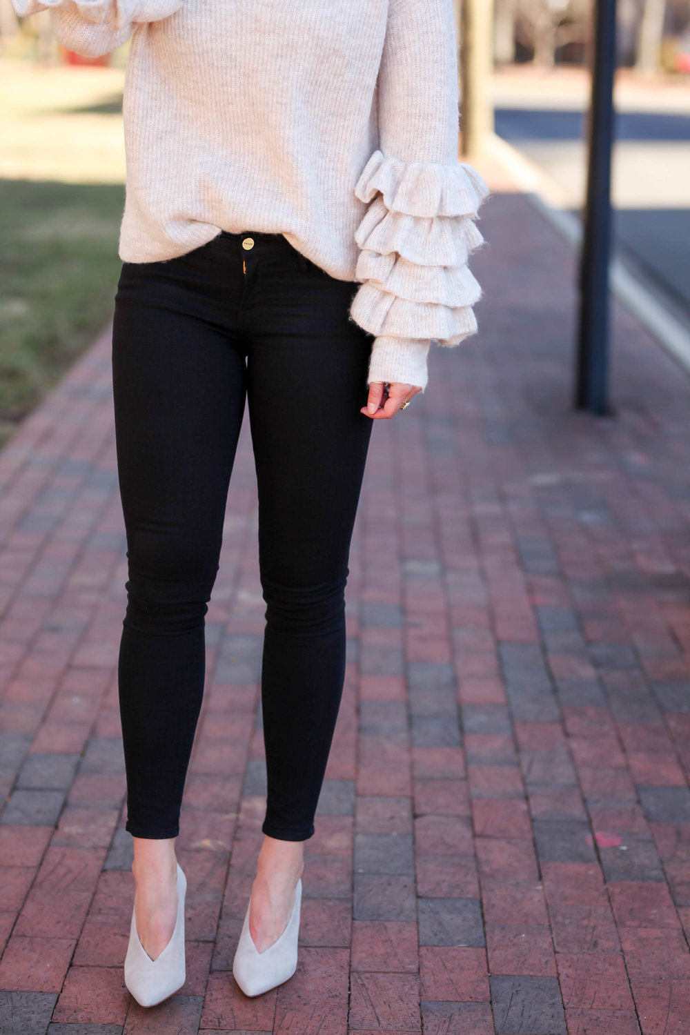 ruffle-sleeve-sweater-black-denim-suede-pumps-lauren-schwaiger-style-blogger.jpg