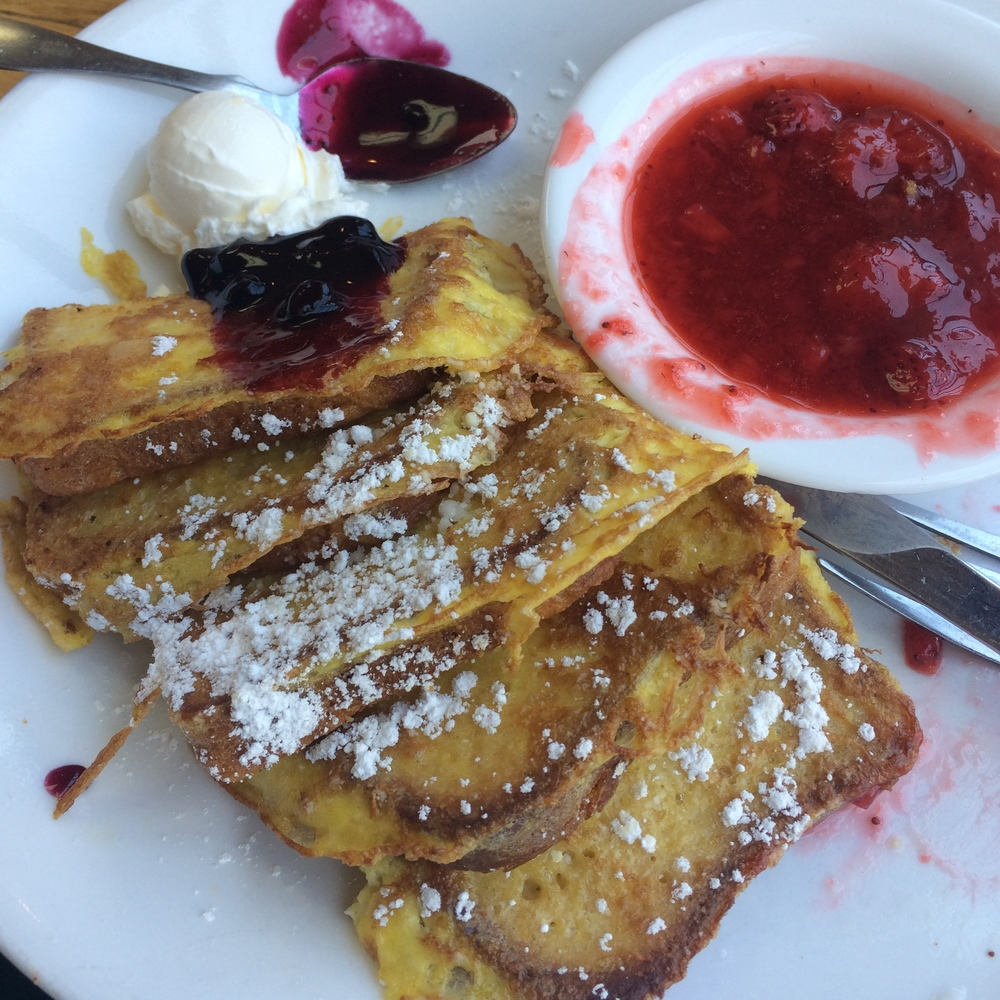 FRENCH TOAST WITH HOMEMADE STRAWBERRY COMPOTE - PIG N' PANCAKES