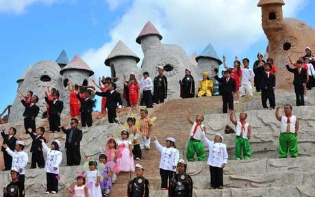Dwarves found 'theme park' commune to escape bullying