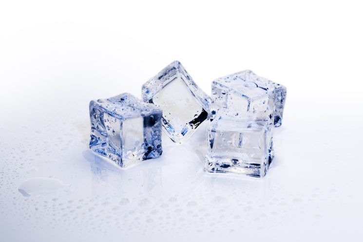 ice-cubes-3506782_1920-745x497.jpg.optimal.jpg