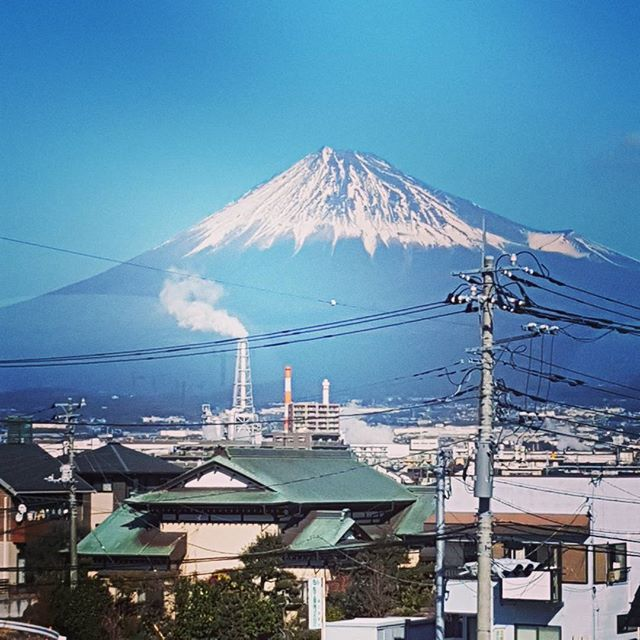 Photo from the train  #japan #mtfuji #ilovejapan #traveladdict #japantravel #fujisan #fujisan🗻 #clearday #explorejapan #shinkansen #travel #fun #japanaddict