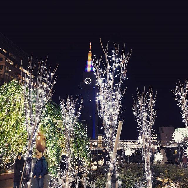 Shinjuku illuminations.  #shinjuku #tokyo #japan #tokyolife #tokyotravel #jetsetter #traveladdict #illuminations #tokyonights #winterwalks #cold #lights #pretty #prettylights #exploretokyo #ilovetokyo #iloveshinjuku #nightview #crispy #dailydoseofwhimsy #exploreeverything #urbanstreet