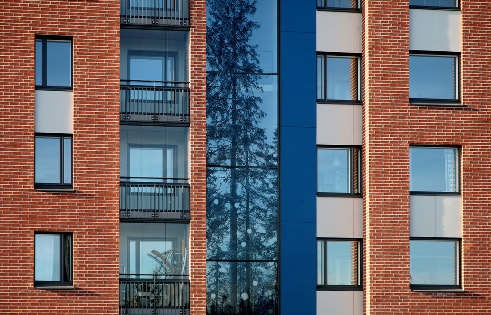 Apartment Building in Vuores, Finland. Architectural Office Lasse Kosunen with artwork by Tuula Lehtinen.