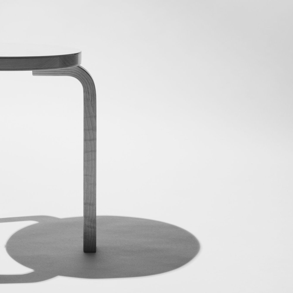 artek-stool60-shadow-wearefellows-maximilian-bartsch_portrait.jpg