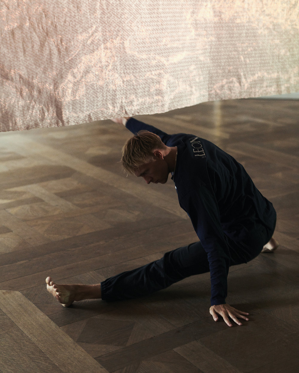 Pearla Pigao,  Sinus X DèleonCompany, 2018,  Performance for CHART, Shown at Design museum Denmark. Photo: Christian Hoyer.