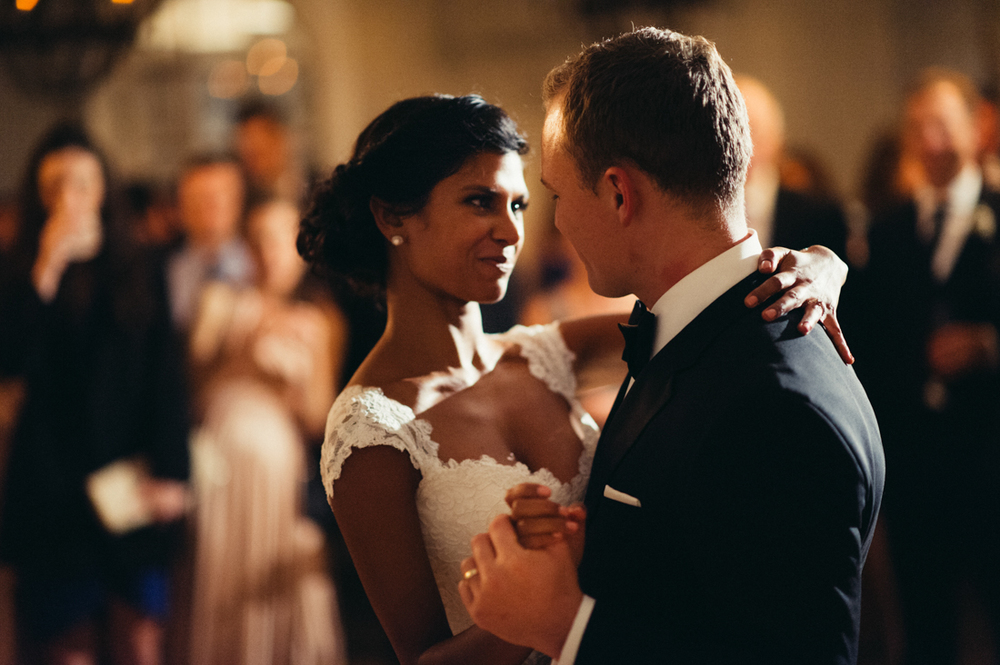 Manoir Hovey wedding bride and groom first dance.jpg