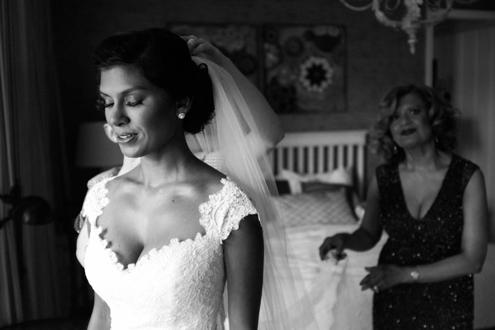 Quebec bridal portraits at Manoir Hovey.jpg