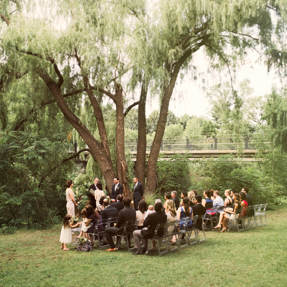 Chryssi & Romain were married near Pavillon de la Jamaïque, built for Expo 67 on Parc Jean-Drapeau. This green, lush space is surrounded by water and willow tress, and is a wonderful space for intimate events within Montreal.